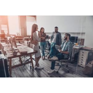 Θλιβερή η κανονικότητα στους χώρους δουλειάς
